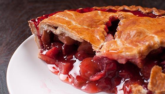 Berries and rhuharb pie crust cut