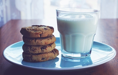 baked-cookies-and-glass-of-milk-1325467